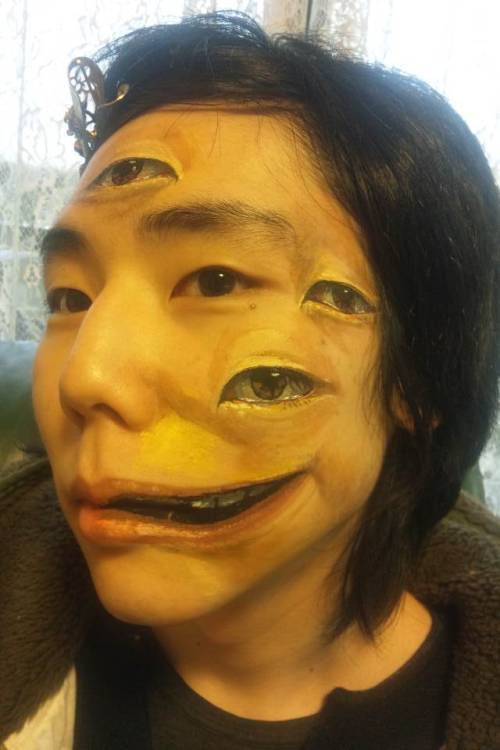 laughingsquid:  Monos, A Japanese Blog of Illusionary Makeup Art