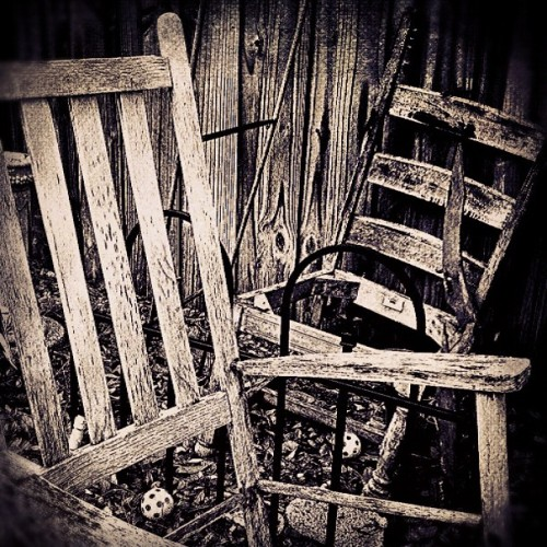 Save Me a Seat #ink361 #iphonography #instagramhub #insta_shot #geekiepersfave #photography #geekie #instagram #beauty #vintage #foundobjects (Taken with Instagram at Casa Verde)