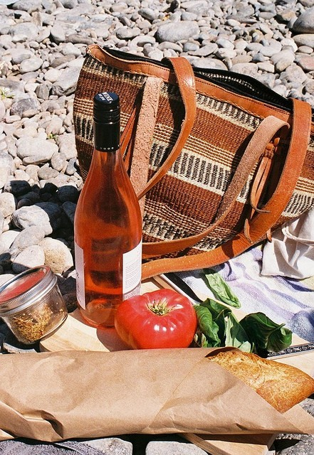 squaremeal:  (via Food / picnic by the river)