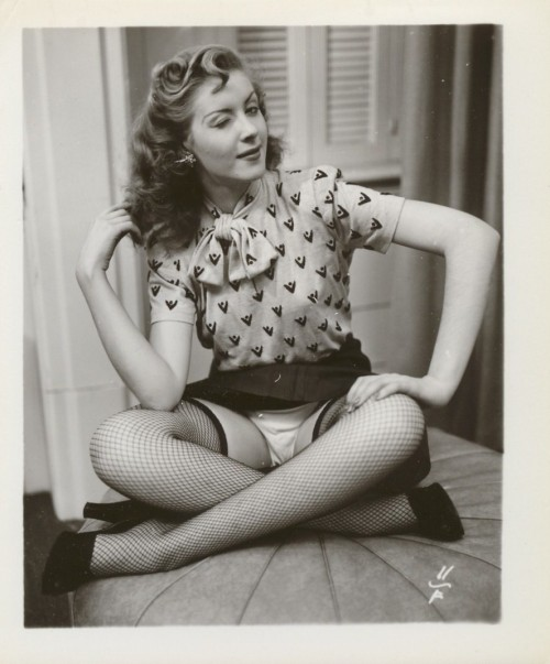 yes!!! rococovintage:  *wink* | a saucy little lady in the 1940s.