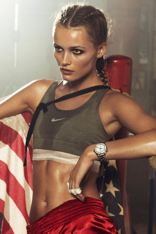 yourmothershouldknow:  Chic Boxing Vogue París Abril 2012 Edita Vilkeviciute por Lachlan Bailey. Estilismo de Geraldine Saglio. Esos abs. <3 ….. Vogue Paris April 2012 Edita Vilkeviciute by Lachlan Bailey. Styling by Geraldine Saglio. Those abs. <3
