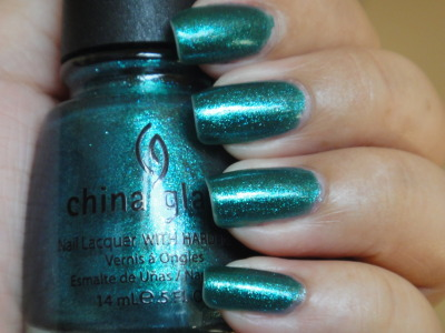 China Glaze - Watermelon Rind Watermelon Rind is a green-teal with bits on blue glitter. This color consists of micro glitter in a green jelly base. Two to three coats for opacity.