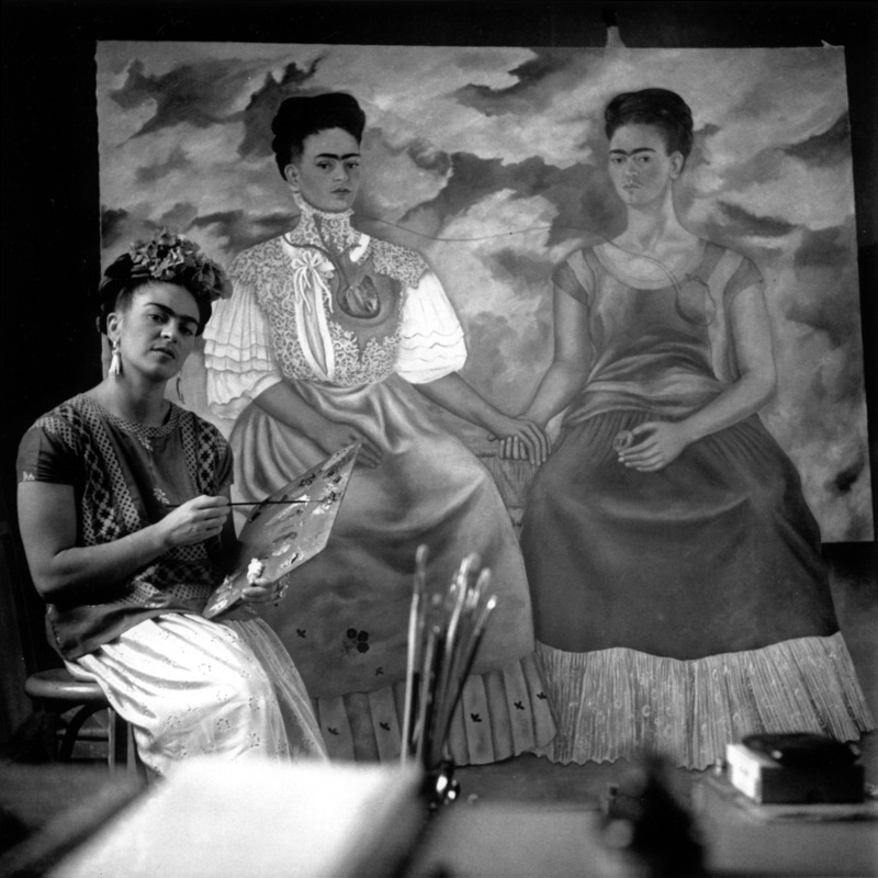 Frida in studio with her painting 'The Two Fridas'