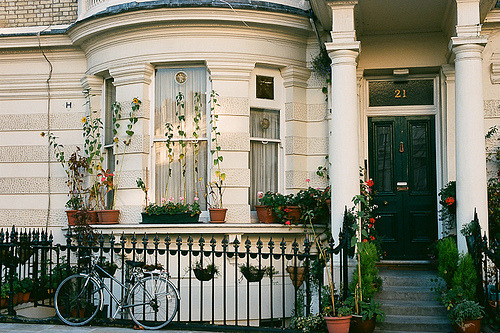 notting hill (by chickpea44)  You have to follow this blog, it's really awesome!