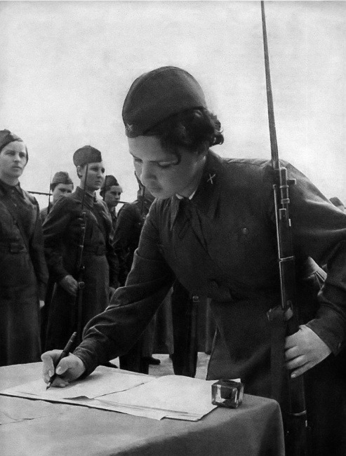 On Paper, Soviet Women of the Second World War (via Retronaut)