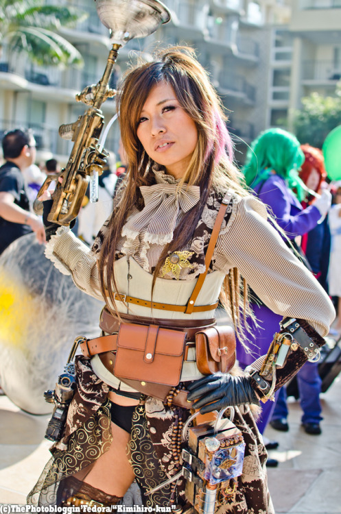 Steampunk me at Anime Los Angeles 2012 —- Steampunk beauty of the day! Gorgeous and with lots of detail in her outfit.  Very cool!