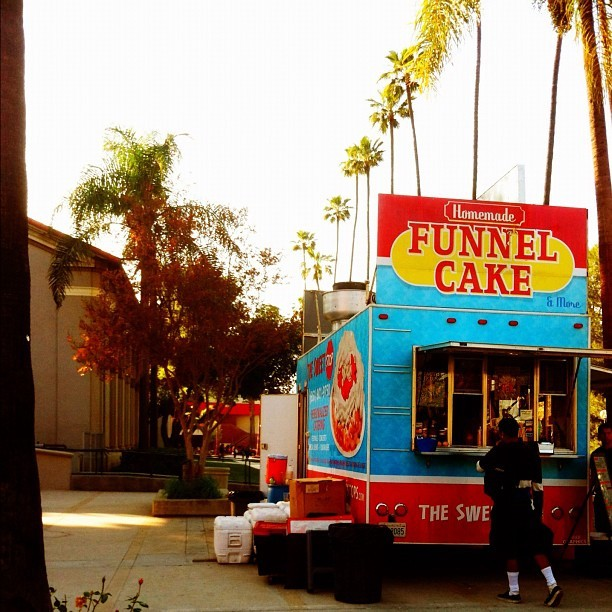 A #funnel #cake #truck on #campus? 😳😱😍👍🍴 #food #funnelcake #dessert #yum #yummy #delicious #instagram (Taken with instagram)