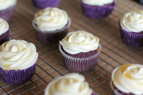 gastrogirl:  lavender cupcakes with honey frosting.  definitely going to make these eventually. what a lovely idea.