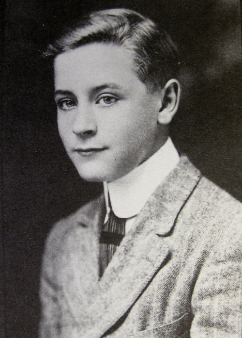 "brocreate:  nellery:   Young F. Scott Fitzgerald  ""Scott was a man then who looked like a boy with a face between handsome and pretty. He had very fair wavy hair, a high forehead, excited and friendly eyes and a delicate long-lipped Irish mouth that, on a girl, would have been the mouth of a beauty… The mouth worried you until you knew him and then it worried you more."" - A Moveable Feast, Ernest Hemingway"