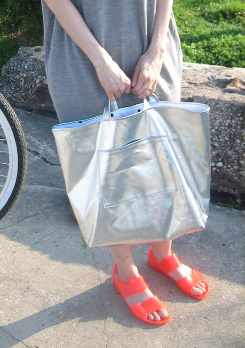 silver tote bag with marni sandals!!!!!!!!!!!!