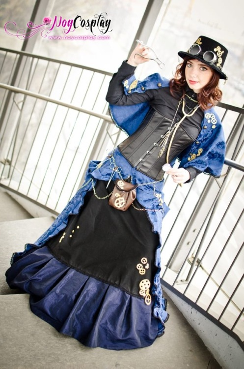 tampasteampunk:  I love the shades of blue in this steampunk surgeon outfit. By Noycosplay.