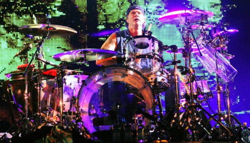 "Chad Smith says he'd like Jimmy Page to perform with RHCP at Knebworth!""Jimmy Page has come to our shows before but we haven't had a chance to play with him. That would be really cool so maybe that can happen. Maybe we can get Page to come out to Knebworth. I saw him come on with Foo Fighters at Wembley.""New Interview - March 23rd 2012"