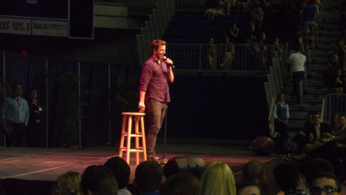 orangejessica:  so close i could see his dimples. Seth Meyers @ The University of Florida earlier this evening.