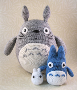 Large Grey, Small Blue and Tiny White Totoro by Angry Angel on Flickr.