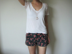 Floral shorts.  More on http://www.thelittledandy.com/ <3.