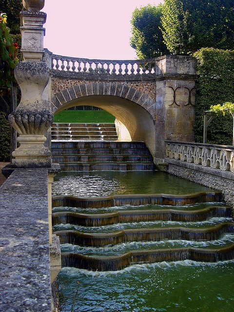 justcallmegrace:  The Water Garden at the Chateau of Villandry, France.