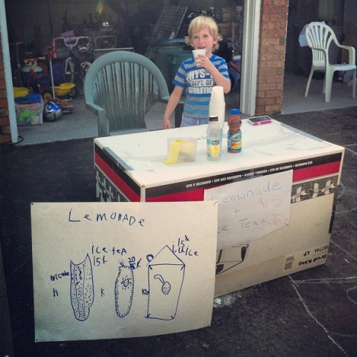 Lemonade? #lemonade #lemonadestand #littleboy #refreshing #drink #cool #cute #littleboy #buisiness #photography #iphoneography #walk #spring #outside #walk #precious #adorable #icedtea #sign #advertisement #poster #homemade   (Taken with instagram)