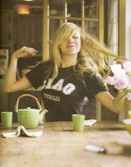 bloodcurdlingsameness:  Tea with Chloe? Yes please.