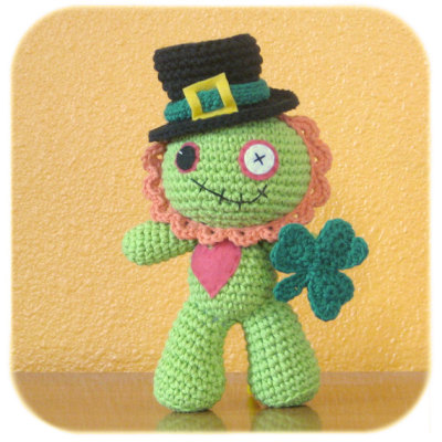 applecartco:  What's better than a crochet Zombie? A crochet Zombie that you can dress as a bunny or a leprochaun!!