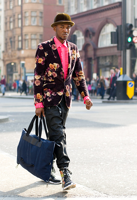 blackfashion:  Untitled (a man crossing the intersection at Oxford Circus)