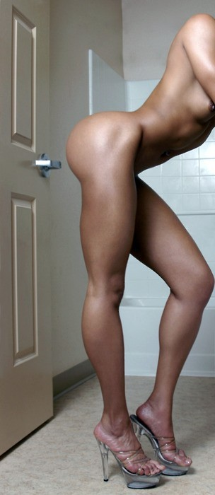 sexyshapelylegs:  strongangels:  Wow, dream legs. Probably out of my wet dreams. Fantastic shape.  Sexy shapely legs