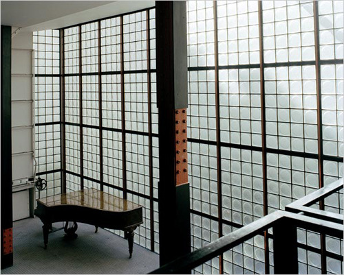 catherinewillis:  Maison de Verre. Pierre Chareau  the lighting? the piano? amazing. the shapes, the hard lines? even more amazing.