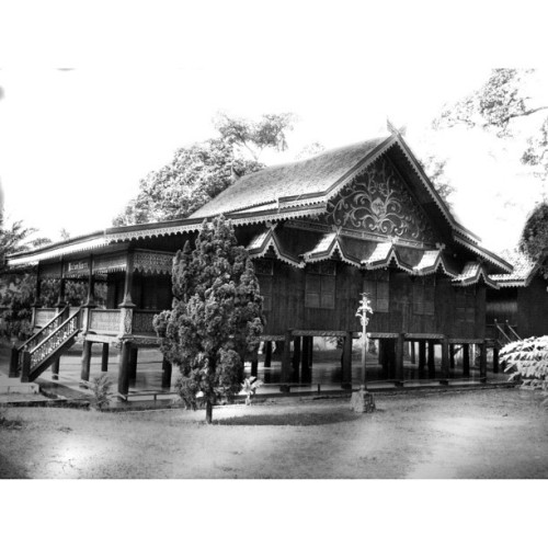 Kajang Lako Rumah Adat Jambi In BW @firstmedia_ind #iphonesia #homecablehd #ngchd #instago  (Taken with instagram)