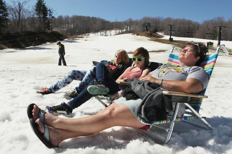 New England's elusive ski season cut short  - Temperatures that soared into the 80s this week are wreaking havoc on spring skiing. A few days ago, half the trails in Vt. and N.H.were open; now only about quarter remain.
