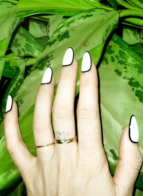 TRY: Outlined nails.