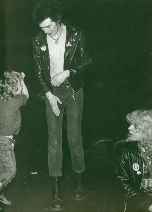 updownsmilefrown:  Sid Vicious dancing with a kid with Nancy Spungen