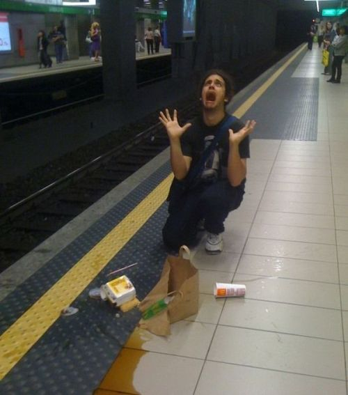 br0mosexual:  Oh my God, this poor man dropped his McDonald's on the floor near the metro. Only a heartless person would scroll past this..please reblog this, it won't make your blog ugly.    yes it will