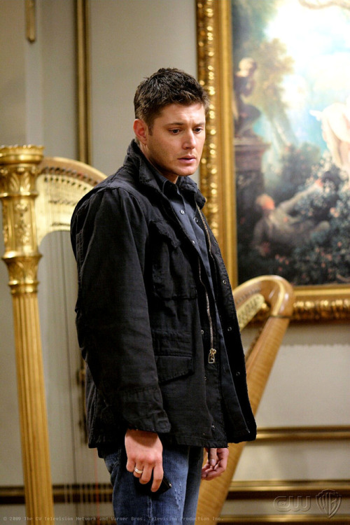 destielsextape:  HE JUST SAW A WHOLE STILL WARM PIE FALL AND GET RUINED