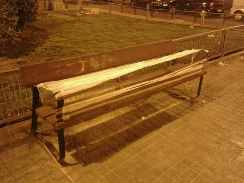Ambiguous bricolage… Made to stop you from using the bench? Made to decorate the bench? Made to protest against bad quality bench? What do you think?