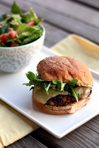 mouthsex:  Mushroom-Crusted Chicken Burgers