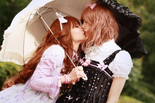 angel-cake:  lovellochka:  me and my boyfriend Spelendora foto - Iglaness  there need to be more photos of lolitas kissing. regardless of gender or anything… just MORE KISSING LOLITAS PLEASE