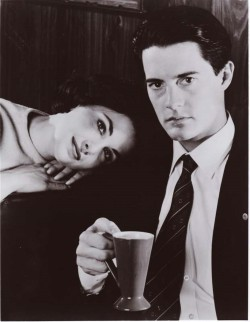 "Sherilynn Fenn & Kyle McLachlan from the TV series ""Twin Peaks"", directed by David Lynch USA, 1990-1991."