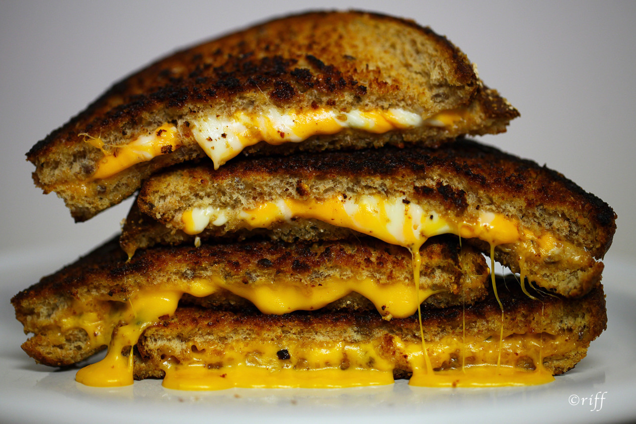 49thparallelblues:  The humble grilled cheese sandwich….  The trick to making these is to use plenty of butter in the pan, and keep the heat medium-to-low….