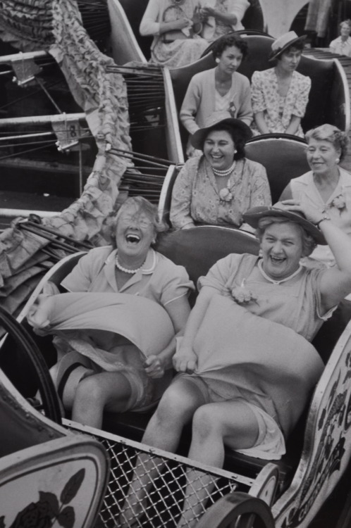 I love this photo :-) The women at the front are having the best time, laughing their arses off and desperately trying to keep hold of their hats and their modesty. Meanwhile……two cars back, those ladies look like they're at a funeral and are having the worst day ever. It's this contrast that makes this photo so wonderful :-)