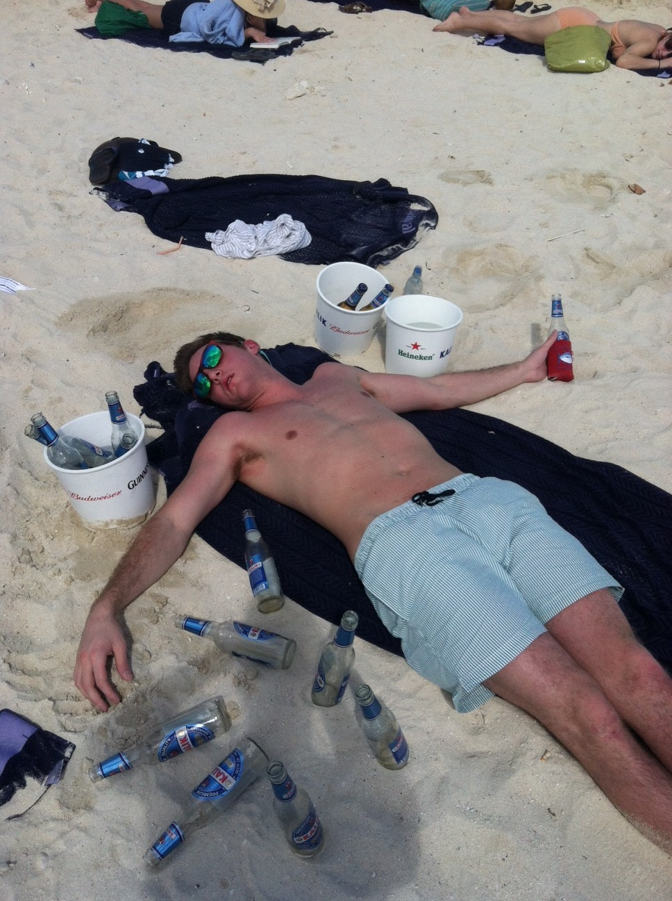 sukangpaombong:  Passed out by 11AM, koozie still keepin' that beer cold. TFM. Posted by keepinitcheesy 13 hours ago  Looks like formal!