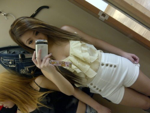 xsimpliciityy:  Debating on if I should go back and get this outfit..
