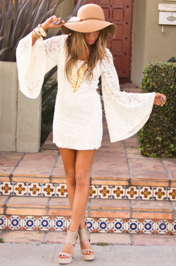 bell sleeves + floppy hats