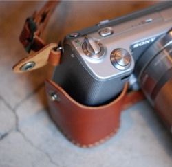 Roberu Japan Leather Camera Holder