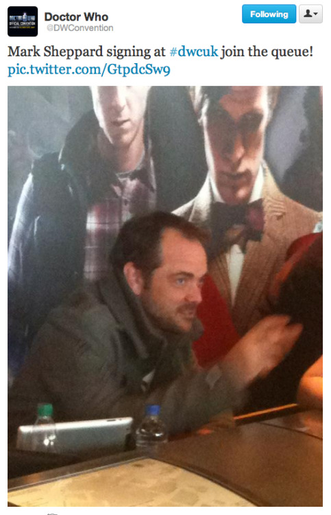 @dwconvention: Mark Sheppard signing at #dwcuk join the queue!