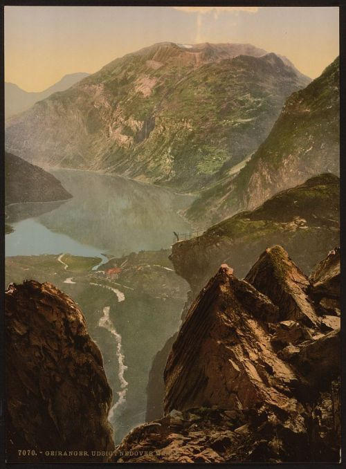 [General view towards Merok, Geiranger Fjord, Norway] (LOC)  [between ca. 1890 and ca. 1900]. 1 photomechanical print : photochrom, color.