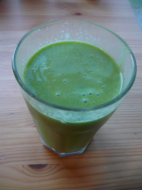 Honey dew, avocado, coconut milk, spinach, ice.