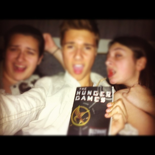 THE HUNGER GAMES!!! FINISHED THE BOOK WITHIN SECONDS OF THE MOVIE STARTING<33333