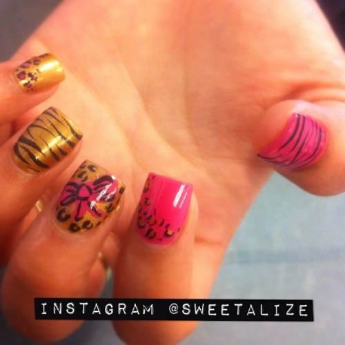 #acrylicnails #leopard #cheetah #leopardprint #cheetahprint #zebrastripes #zebraprint #animalprint (Taken with instagram)