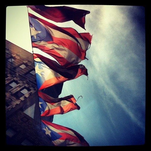 Puerto Rico en Brooklyn #puertorico #brooklyn #thisisnewyork #blueskies (Taken with Instagram at The South Side)