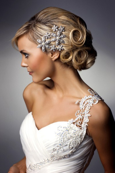 Gorgeous lacing and a lovely complimentary hair piece!
