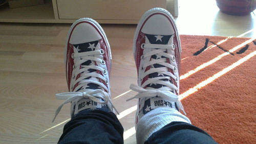I got a new pair of converse! Yay. I'm really happy now! Thanks mom.<3